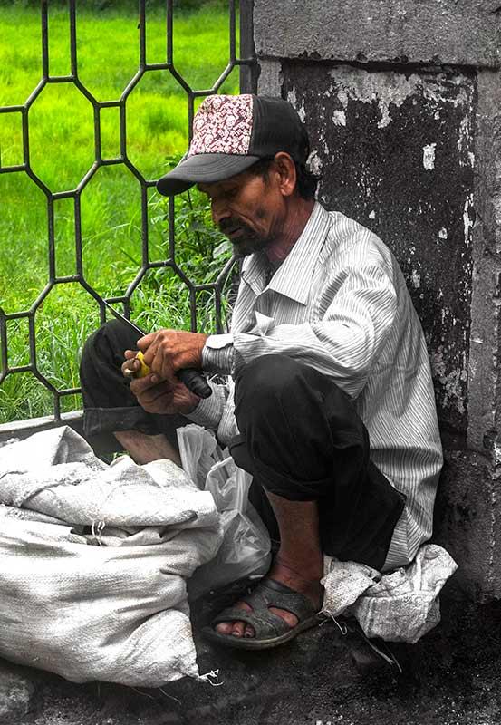 nepal_potraits_apple-farmer_loxley-browne-photography