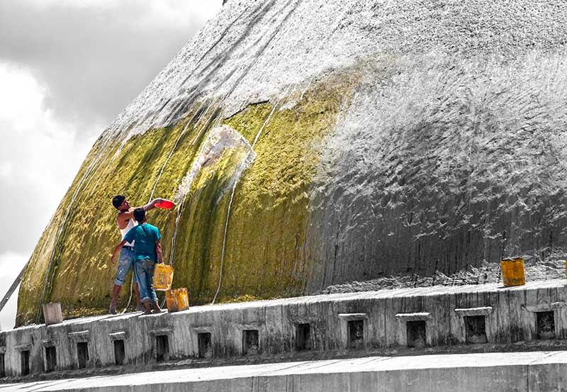 nepal_potraits_bodha-stupa-paint-boys_loxley-browne-photography
