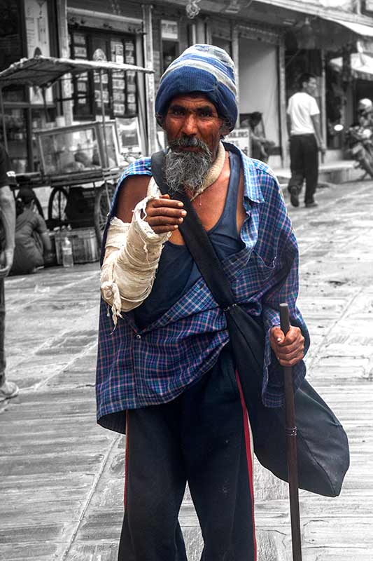 nepal_potraits_fake-begger_loxley-browne-photography