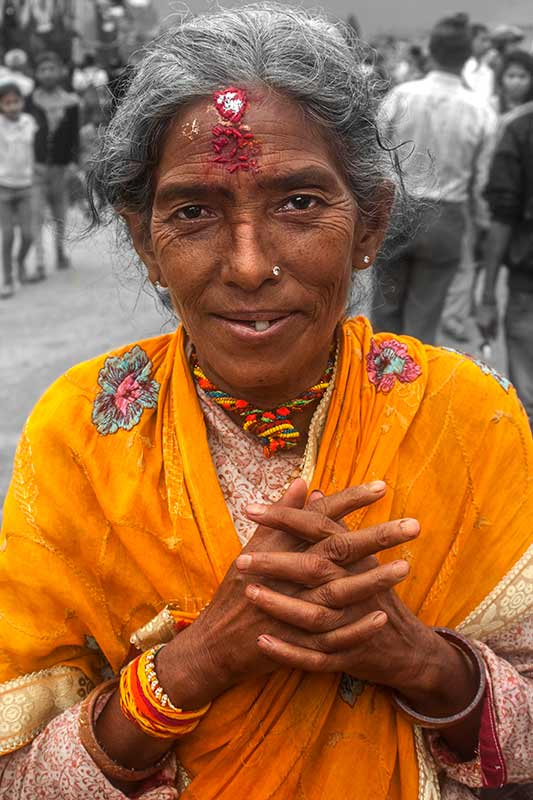 nepal_potraits_hindu-festival-lady_loxley-browne-photography